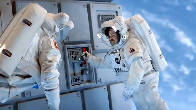 astronaut behind - photo #13