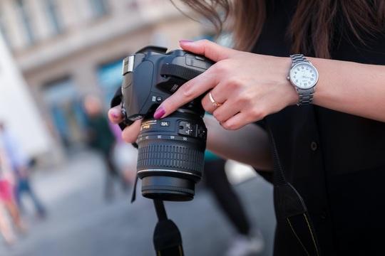 fingernails_camera.jpg