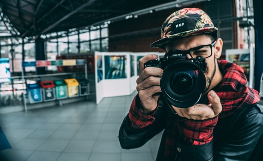 guy_scarf_photographer.jpg