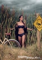 johnny_loco_bikini.jpg