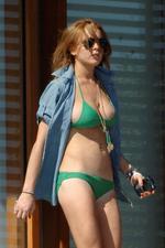 lindsay-lohan-green-bikini-03.jpg